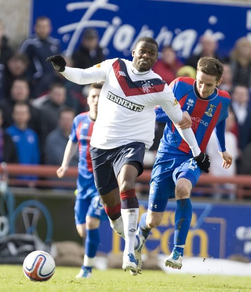 Rangers' Maurice Edu (7) holds off Inverness' Nick Ross (11)