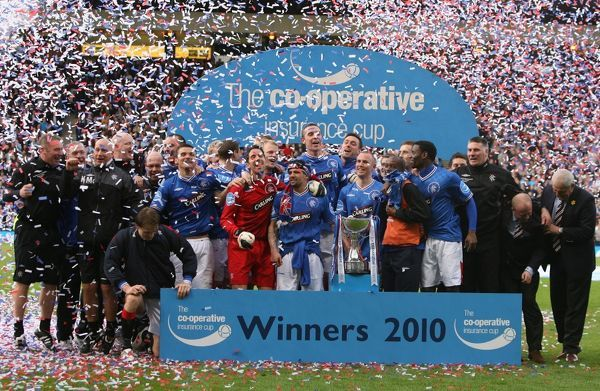 Rangers' Team celebrate winning the Cup