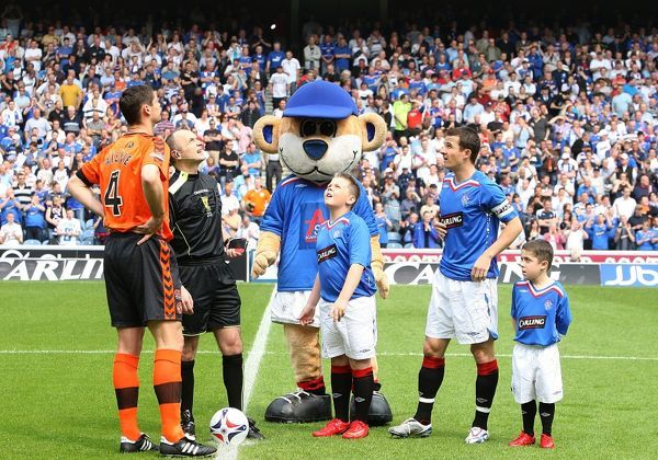 Dundee United's captain Lee Wilkie and Rangers' captain Barry Ferguson flip a coin with referee Mike McCurry and mascots prior to kick off