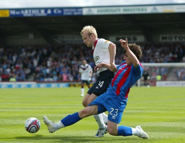 Rangers' Steven Naismith (14) and Inverness' Aaron Doran (23)