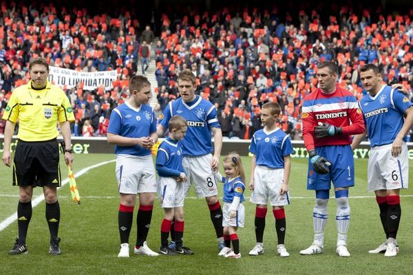 Rangers captain Steven Davis with mascots
