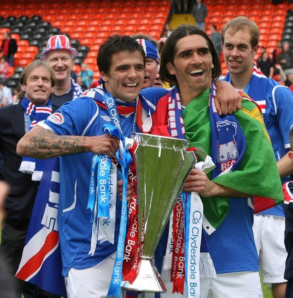 Rangers' Nacho Novo and Pedro Mendes celebrate winning the league