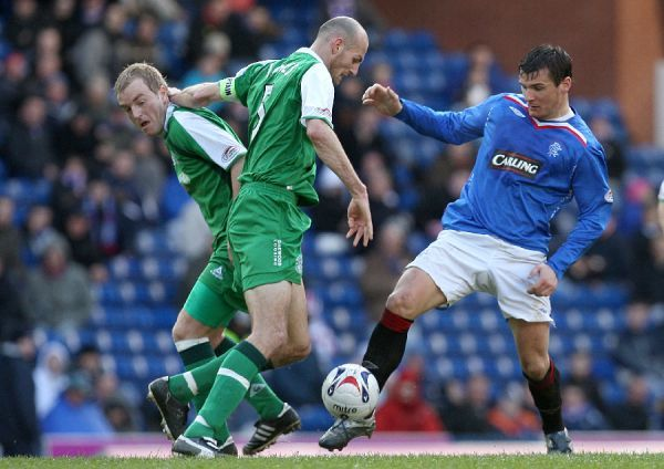 Rangers' Lee McCulloch takes on Hibernian's Robert Jones and Brian Kerr