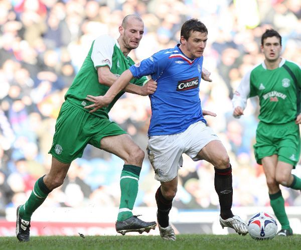 Hibernian's Robert Jones holds onto Rangers' Lee McCulloch as they battle for the ball