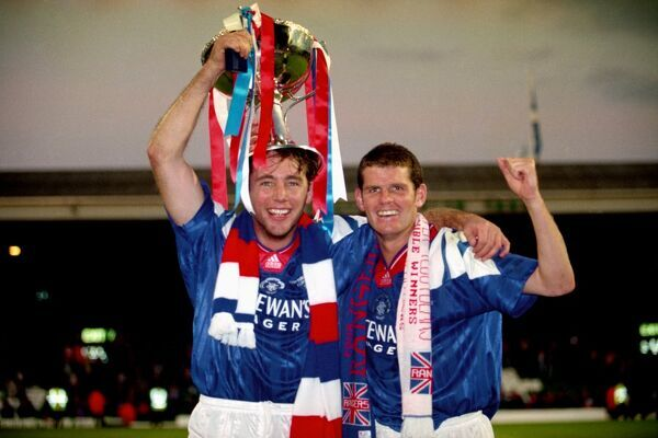 Rangers' Ally McCoist (l) and Ian Durrant (r) with the cup