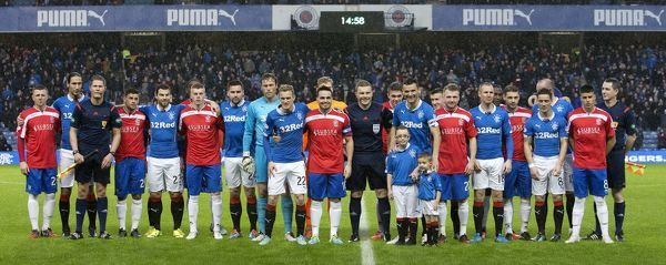 Rangers and Cowdenbeath players line up for team picture prior to kick off
